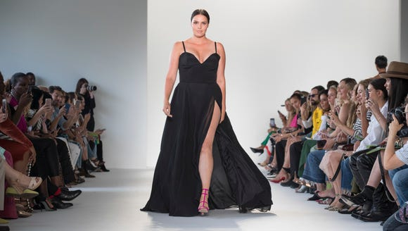 Model Candice Huffine werks the Siriano runway.
