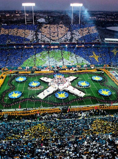 Half time at Super Bowl XXX between the Dallas Cowboys and the Pittsburgh Steelers.
