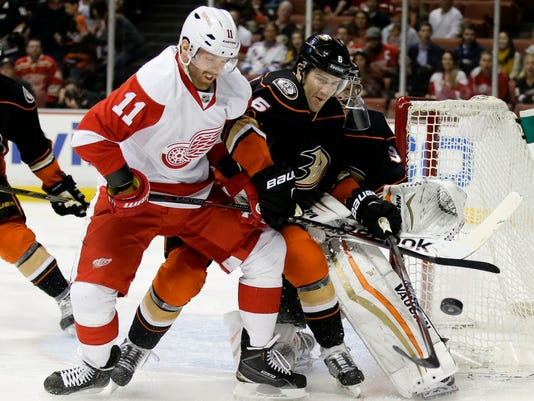 635788748748000423-AP-Red-Wings-Ducks-Hockey-AN