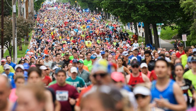 Runners make their way up Pearl St. during the Vermont City Marathon on Sunday morning May 27, 2018 in Burlington. (BRIAN JENKINS/for the FRESS PRESS)