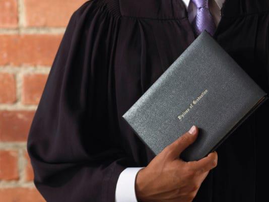 636007422655362599-diploma-ThinkstockPhotos-86796492.jpg