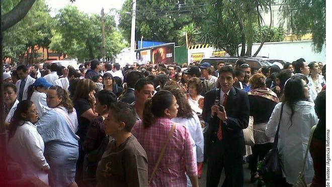 Un sismo se registró en la Ciudad, con magnitud preliminar de 6.7, originado en Tecpan, Guerrero.