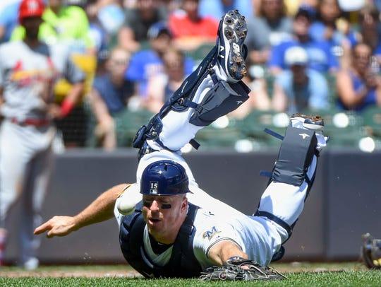 Brewers catcher Erik Kratz can't catch foul ball