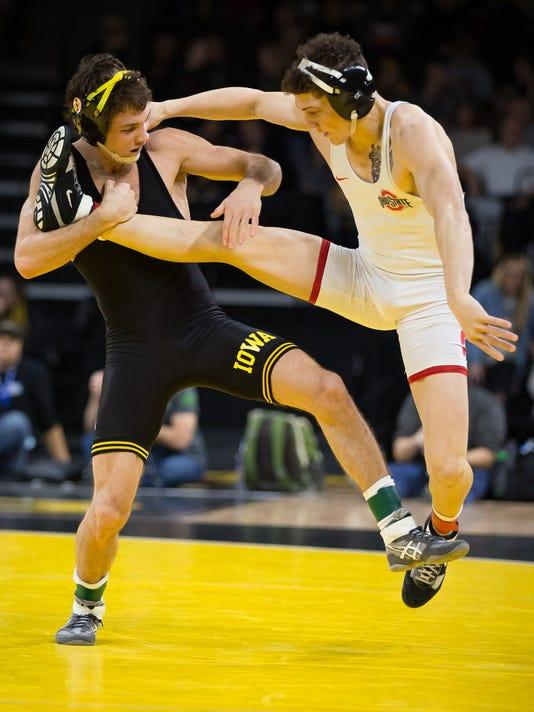 636211521757255830-20170127-PC-Iowa-OhioState-Wrestling-001.jpg