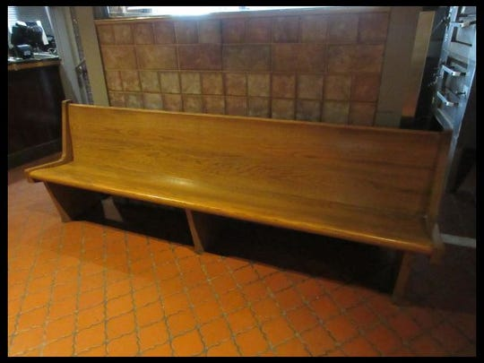 There is only one bench in the Como's liquidation auction.