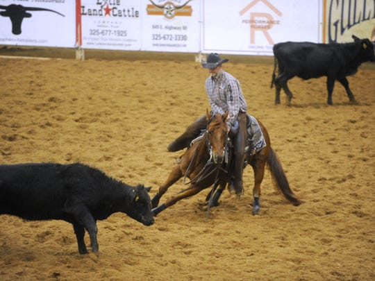 Lloyd Cox competes in the Abilene Winter Circuit Cutting