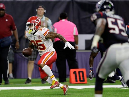 Kansas City Chiefs running back Charcandrick West (35)