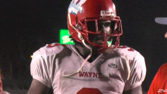 Defensive end Auston Robertson, a 2016 prospect, picked up an offer from the Vols on Wednesday.