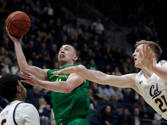 Oregon's Payton Pritchard, second from right, shoots past California's Lars Thiemann (21) in the second half of an NCAA college basketball game Thursday, Jan. 30, 2020, in Berkeley, Calif. (AP Photo/Ben Margot)