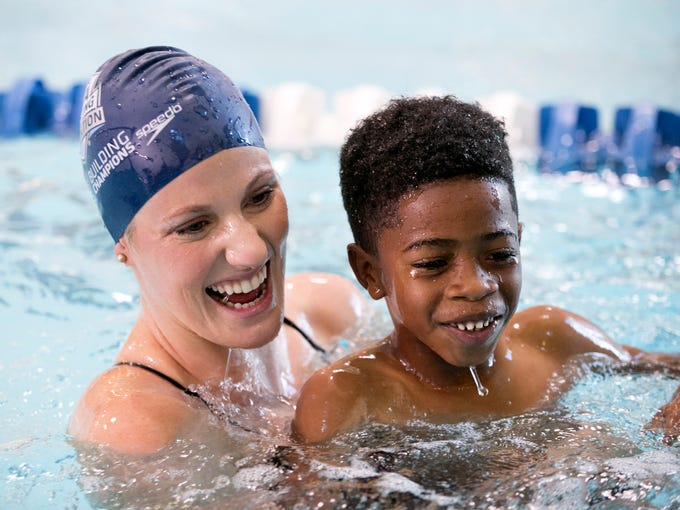 Olympic swimmer Missy Franklin swims with Jeramiah