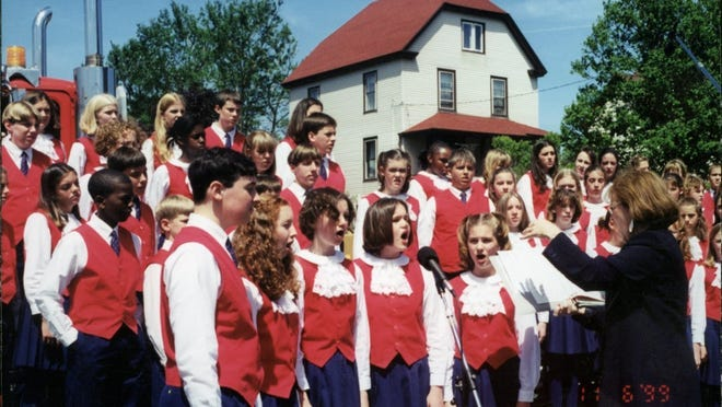 In November 1999, members of the Pensacola Children's Chorus traveled to Cape Breton, Nova Scotia, and sang a memorial concert remembering miners who died.