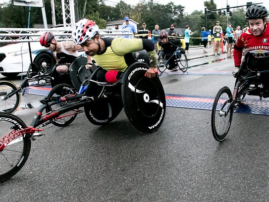 The wheelchair division leaves the starting line at
