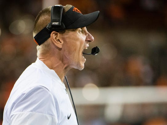 Oregon State head coach Gary Andersen encourages his
