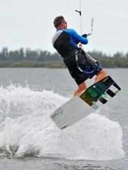 Peter Nieuwenhuizen kiteboarding