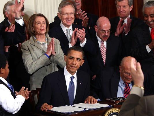 GTY PRESIDENT OBAMA SIGNS HEALTH CARE REFORM BILL A GOV USA DC