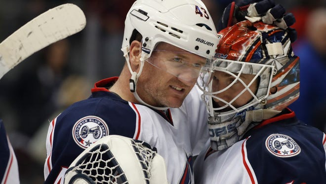 Scott Hartnell, left, and goalie Sergei Bobrovsky, both former Flyers, helped the Blue Jackets nearly crack the NHL's record win streak.