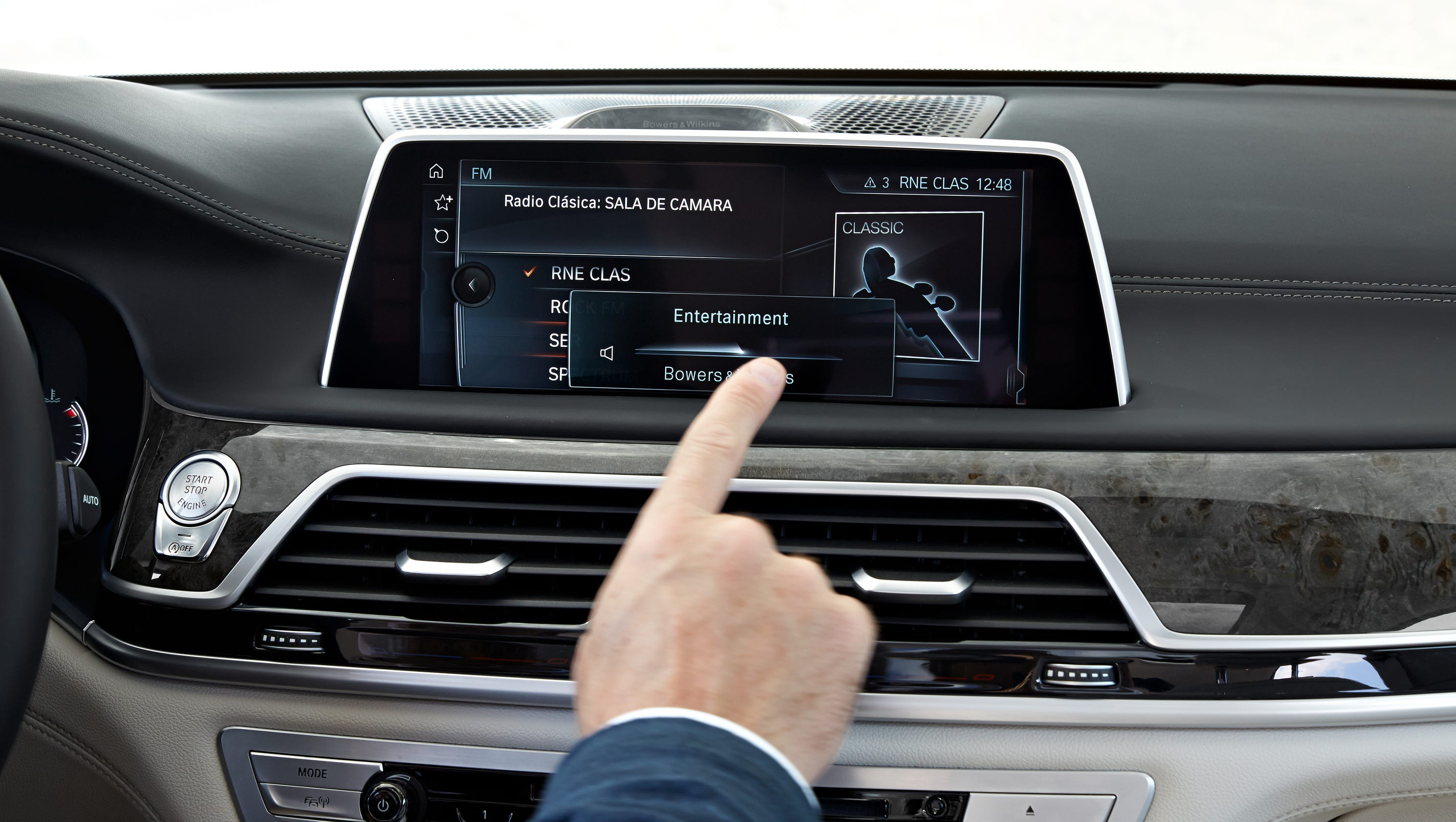 bmw 39 s 7 series 39 gesture controls 39 work pretty well. Black Bedroom Furniture Sets. Home Design Ideas