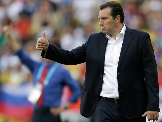 Belgium's head coach Marc Wilmots gives his players a thumbs up during the group H World Cup soccer match between Belgium and Russia at the Maracana Stadium in Rio de Janeiro, Brazil, Sunday, June 22, 2014. (AP Photo/Natacha Pisarenko)