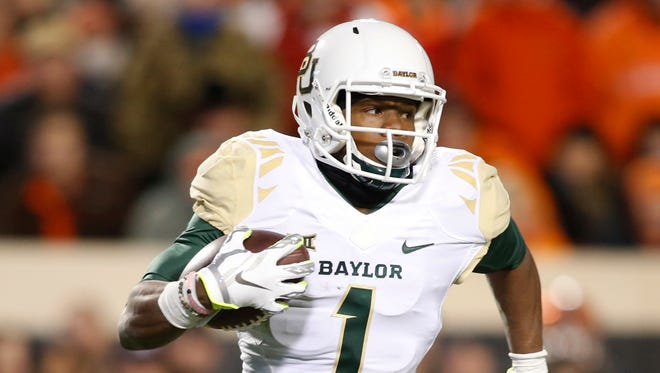 Baylor Bears wide receiver Corey Coleman (1) runs the ball in the second quarter against the Oklahoma State Cowboys at Boone Pickens Stadium.