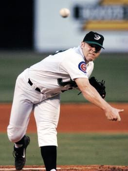 Bobby Brownlie pitching for the Diamond Jaxx
