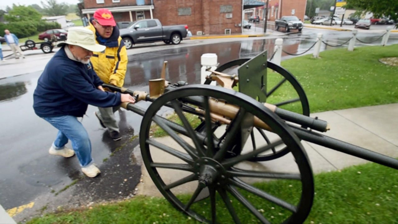 Watch the WWI gun roll on to the Jefferson Square, hear the history. June 2, 2015.