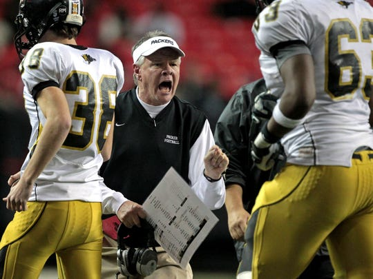 Colquitt County coach Rush Propst, center, encourages his players (Photo: Jason Getz, Atlanta Journal Constitution via Associated Press)