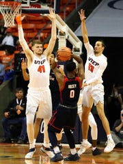 UTEP's Matt Willms, left, and Isiah Osborne, 13, form a defensive wall in front of Payton Hulsey, 0, of Florida Atlantic Thursday night.