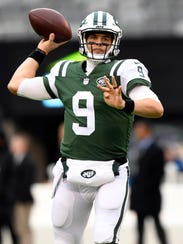 New York Jets quarterback Bryce Petty (9) warming up