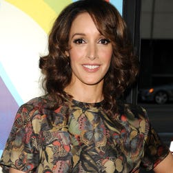Actress Jennifer Beals is being criticized for leaving her dog in a hot car.