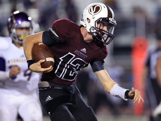 Sinton's Colt Gorman runs the ball in the third quarter
