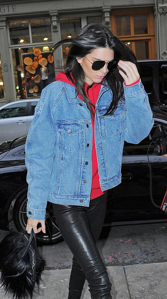 Kendall Jenner gets lunch at Cipriani in Soho.