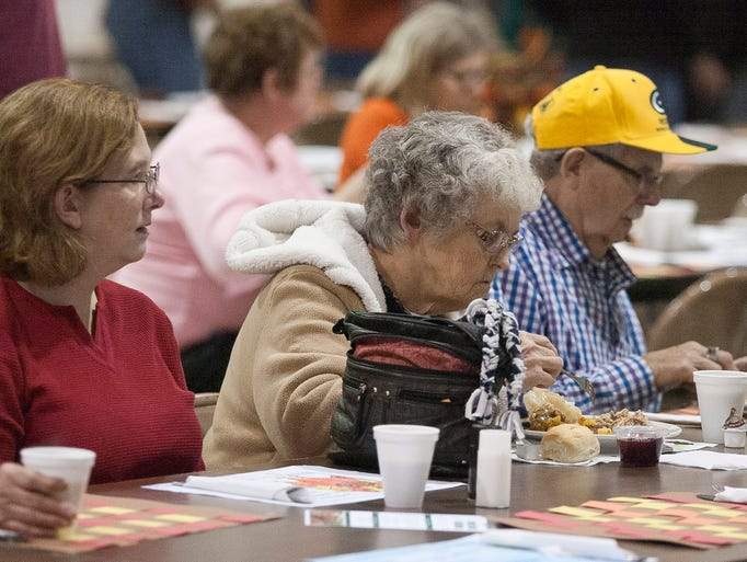Free meals feed the community on thanksgiving for What do people eat on thanksgiving