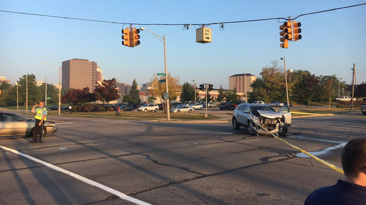 Police are at the scene of a multiple car accident at Kalamazoo and Larch street.