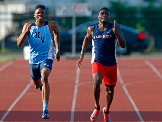 South Doyle's Elijah Young, right, races against Hardin