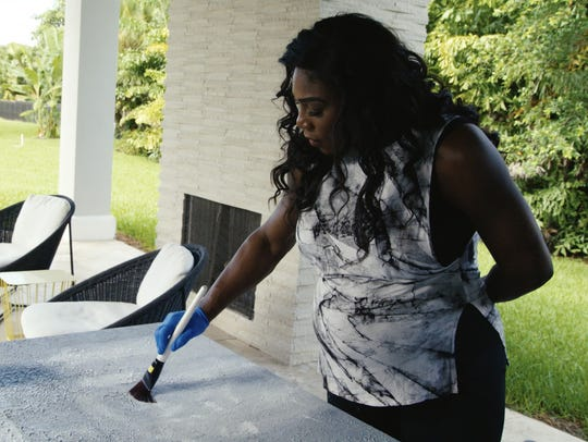 Serena Williams works at home during her pregnancy