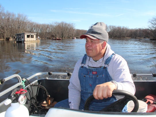 Smith walleyes running on the wolf river for Wolf river fremont fishing report