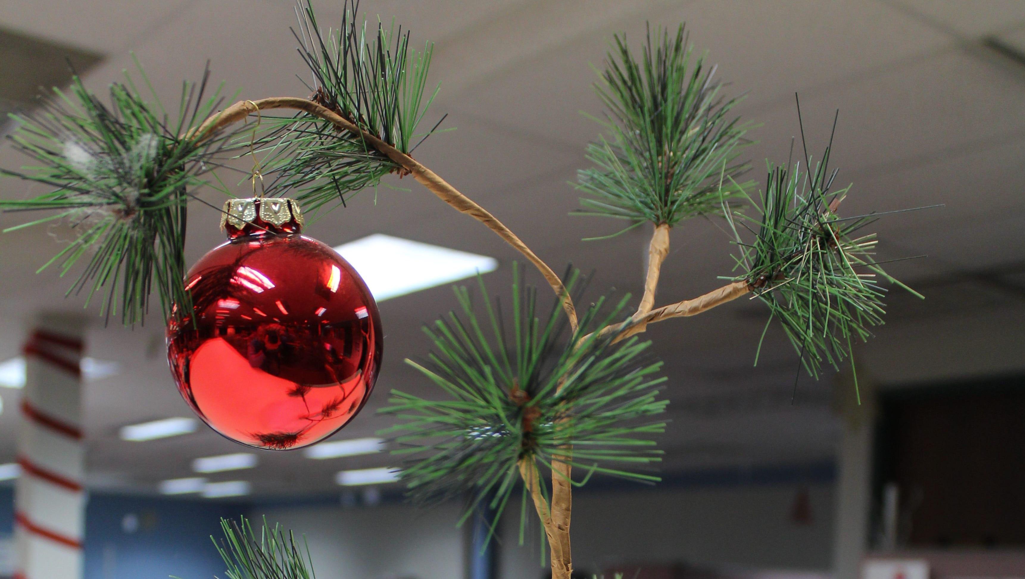 Decorating Vintage Aluminum Christmas Tree  from www.gannett-cdn.com