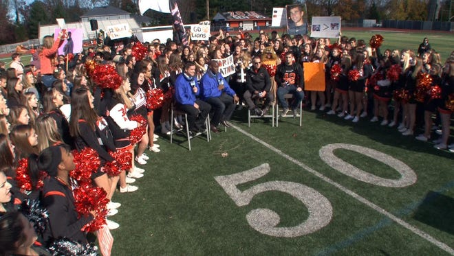 The Red Zone Road Show visits Middletown North High School in advance of their playoff game against crosstown rival Middletown South.