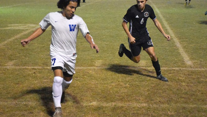 Washington's Cristian Garcia dribbles against Niceville during the Wildcats' 2-1 loss on Nov. 16, 2017.