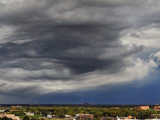 636274272033102115-Thursday-Thunderstorms.jpg