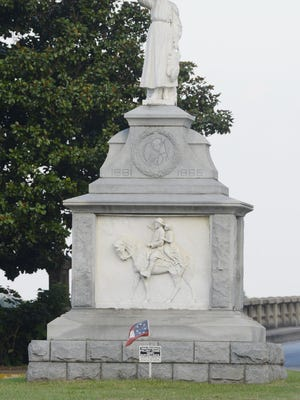 A monument to Emma Sansom was commissioned by the United Daughters of the Confederacy and placed on Gadsden's Broad Street in 1907.