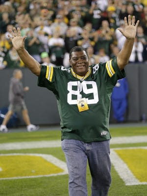 Former Green Bay Packers linebacker Dave Robinson (1963-72) is introduced at halftime during alumni night events at the game against the Seattle Seahawks at Lambeau FIeld on Sunday, Sept. 20, 2015.