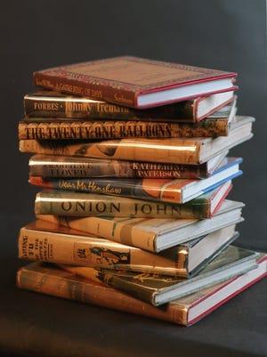 [GLORIA LAMB -BOOKS]Caption: GLORIA LAMB -BOOKSPhotographer: ARCHIECredit: 02/03/94Object Name: GLORIA LAMB -BOOKSSource: TWWL