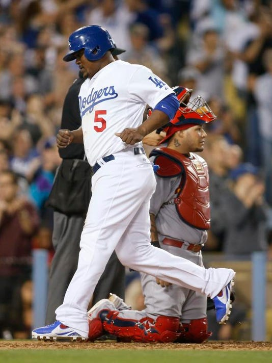 Cardinals Dodgers Bas_Shie.jpg