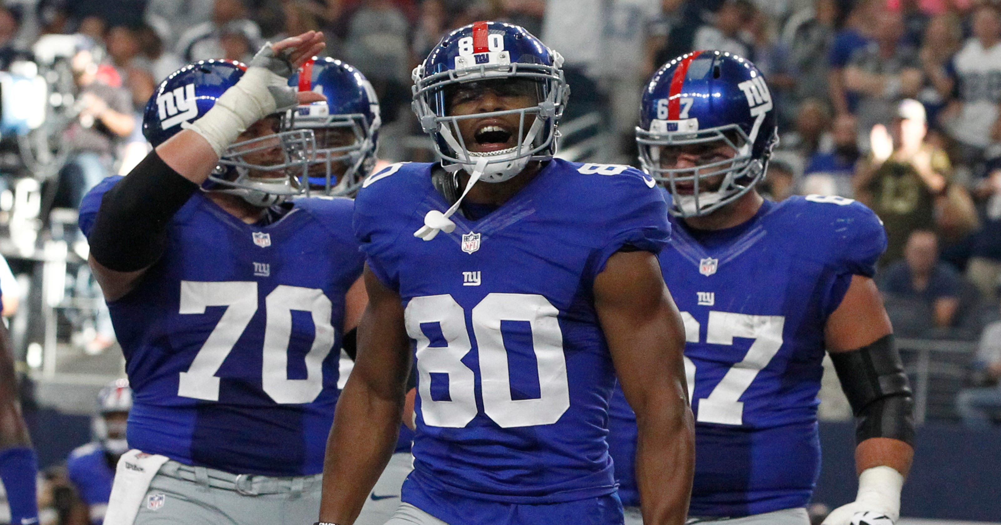21985a076 Giants WR Victor Cruz chalked up two wins in victorious return vs. Cowboys