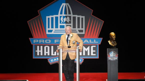 48a095343b33c9 Jerry Jones wore custom gold Nike shoes to Hall of Fame Induction