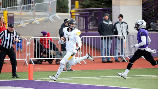 St. Thomas defensive back Michael Alada (right) can't catch University of Wisconsin-Oshkosh receiver Sam Mentkowski as he scores during an NCAA Division 3 college football playoff game on Dec. 3.