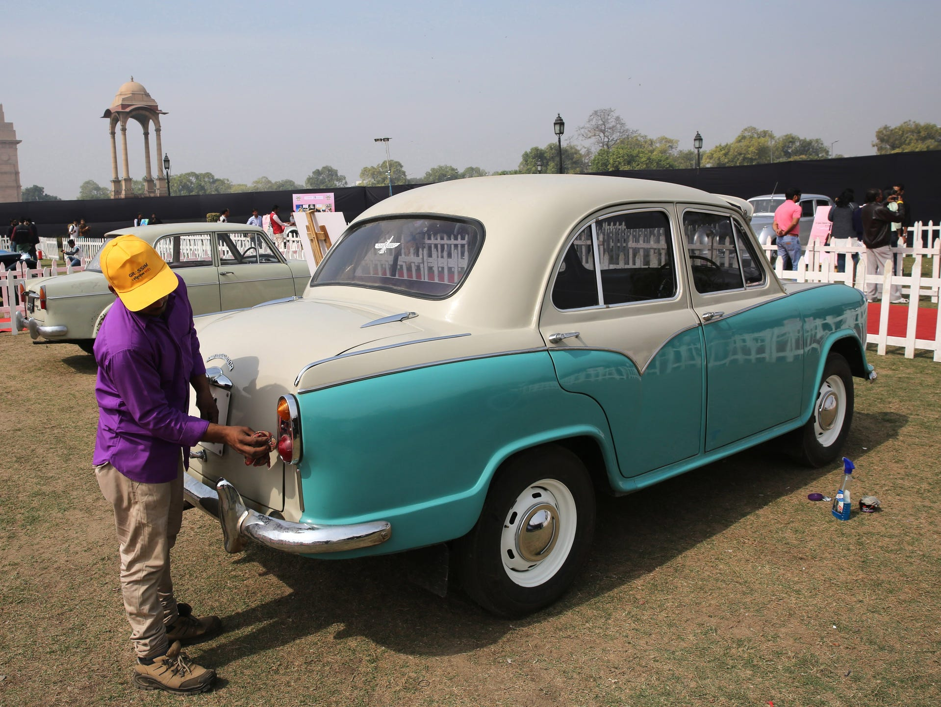 Vintage Cars Meet Indian Culture In New Delhi S Concourse Show