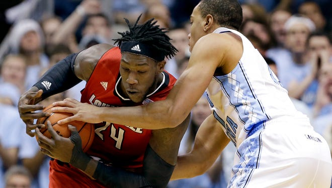North Carolina's Brice Johnson, right, pressures Louisville's Montrezl Harrell (24) during the first half of an NCAA college basketball game in Chapel Hill, N.C., Saturday, Jan. 10, 2015. (AP Photo/Gerry Broome)
