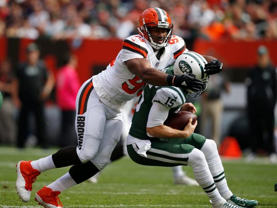 Cleveland Browns defensive end Myles Garrett, left,